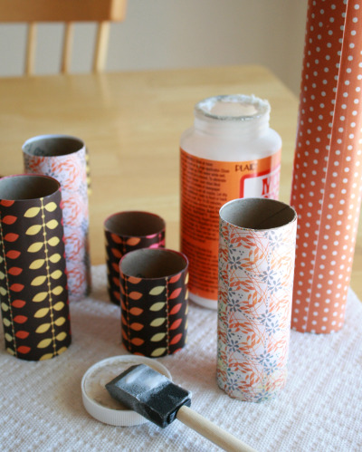 Letting paper rolls for recycled napkin rings dry