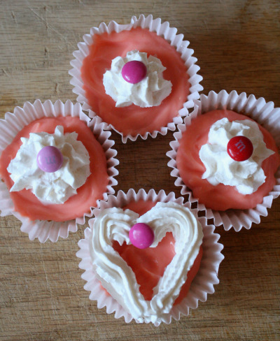 4 decorated pudding cupcakes