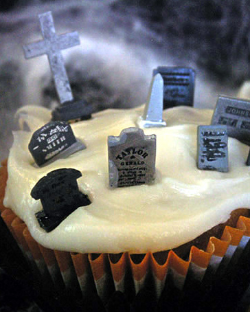 halloween_cupcakes_cemetry.png