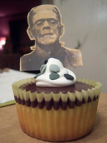 halloween_cupcakes_monsters.jpg