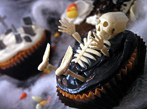 halloween_cupcakes_skeleton.png