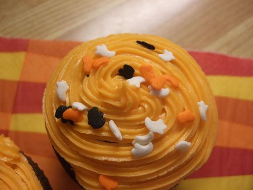 halloween_cupcakes_sprinkles.jpg