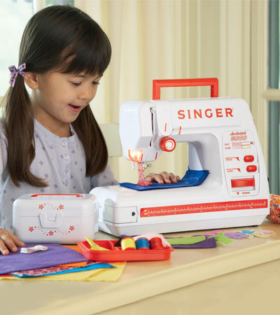 singer%20child%20sewing%20machine.jpg