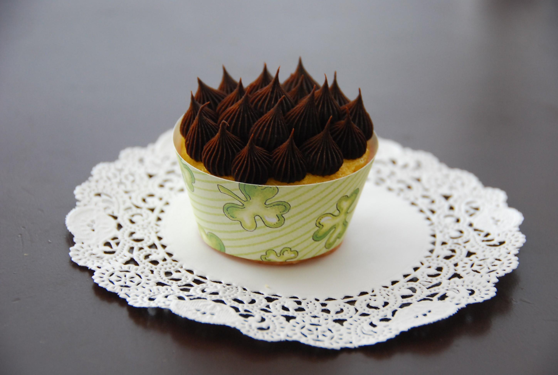 st_patricks_day_cupcake_wrapper.jpg