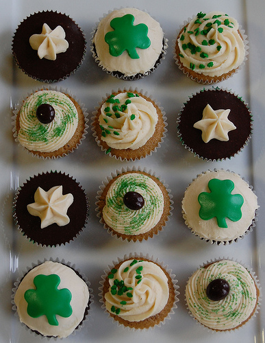 st_patricks_day_cupcakes_by_vjarymow.jpg