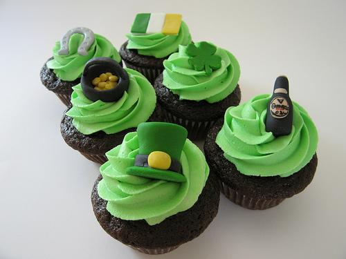 st_patricks_day_cupcakes_bybluecupcakes.jpg
