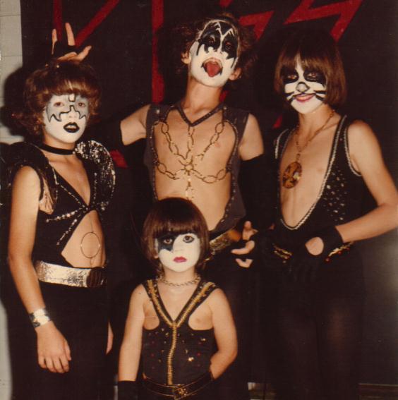 Halloween_Costume_Kiss.jpg