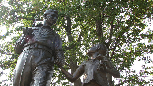 andy_griffith_statue.jpg