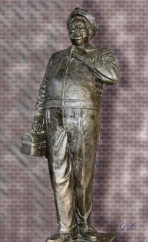 ralph_kramden_statue.jpg