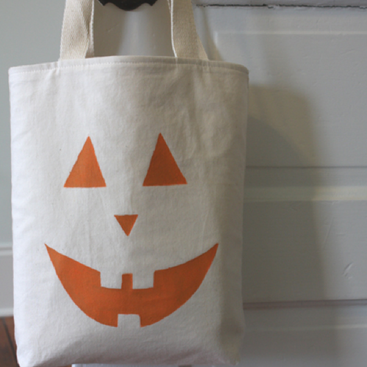 holiday_halloween_tote.png