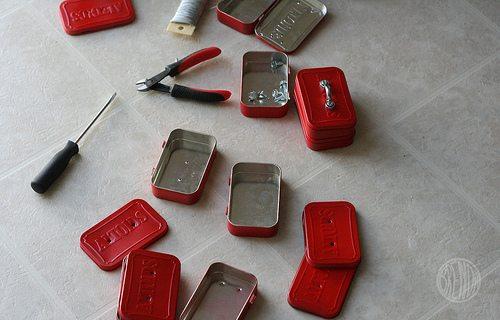 Assembly of Altoid tin toolbox