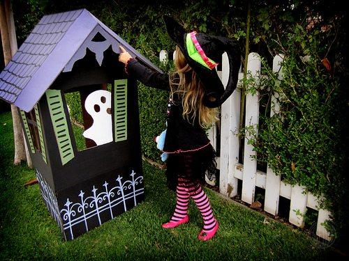 Casa de halloween de cartón