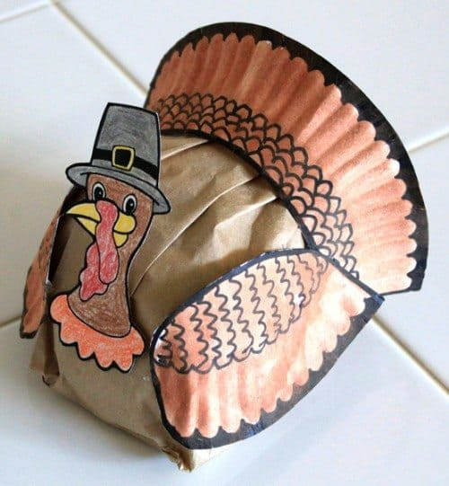 Thanksgiving turkey made from paper