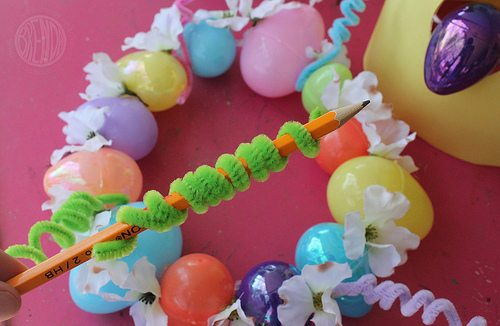shaping pipe cleaner for Easter egg crown craft