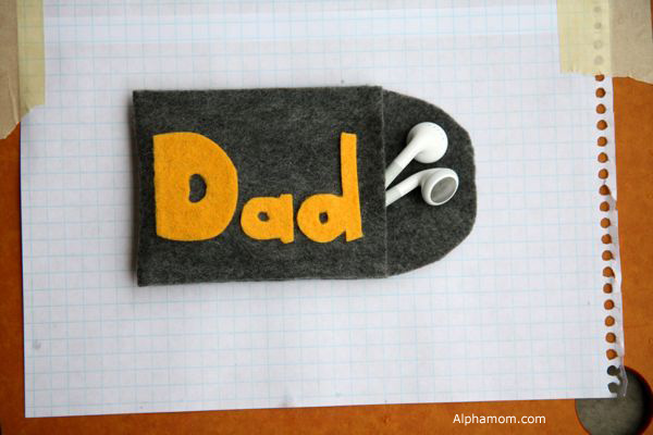 Handmade Father's Day Gift: iPod Earbud Case