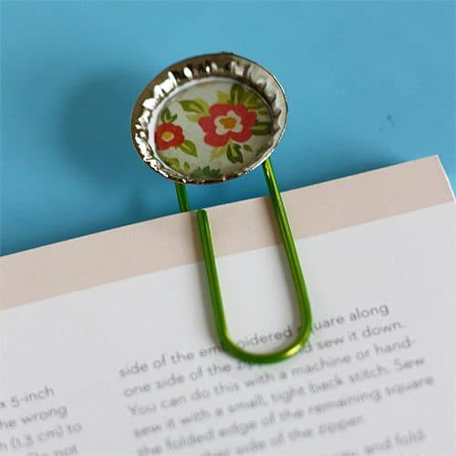 Bottle cap bookmarks craft as mother 39 s day gift alpha mom for Large bottle caps for crafts
