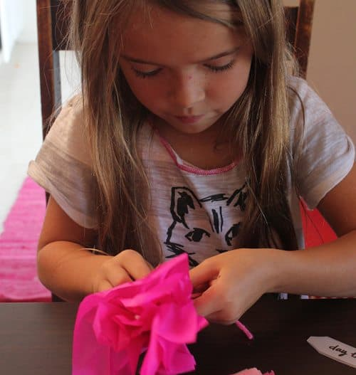wrapping lollipops with tissue paper