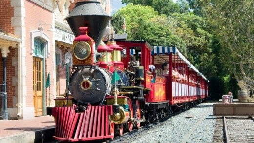 Things to Do & See with Kids at Disneyland (Disneyland Railroad plus more!)