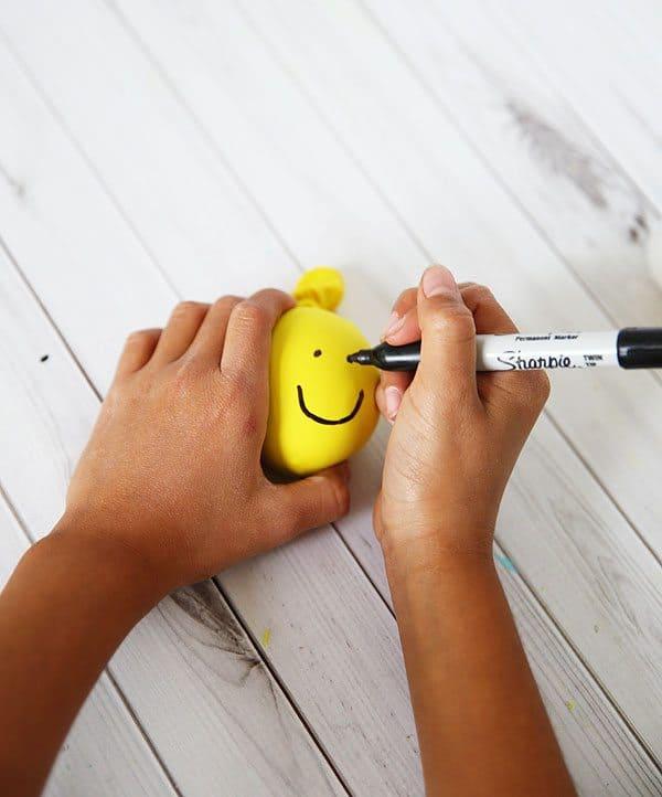 DIY Stress Ball for Fidgety Students by Cindy Hopper for Alphamom.com