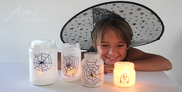 Halloween Craft: Super Easy Spiderweb Candleholder DIY