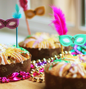 Mardi Gras Mini King Cakes with Tiny Mask Toppers!