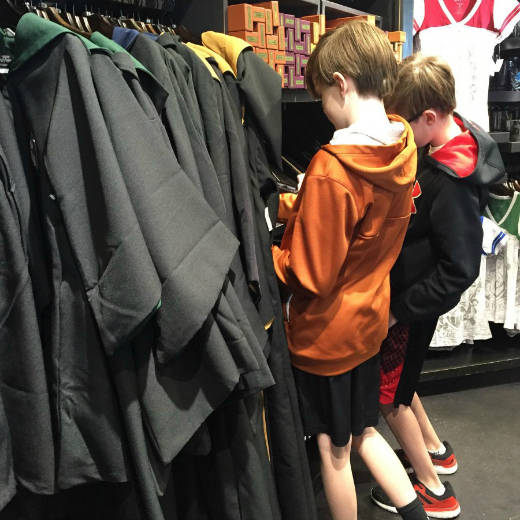 What to Expect at The Wizarding World of Harry Potter: HOGSMEADE Cloak shopping