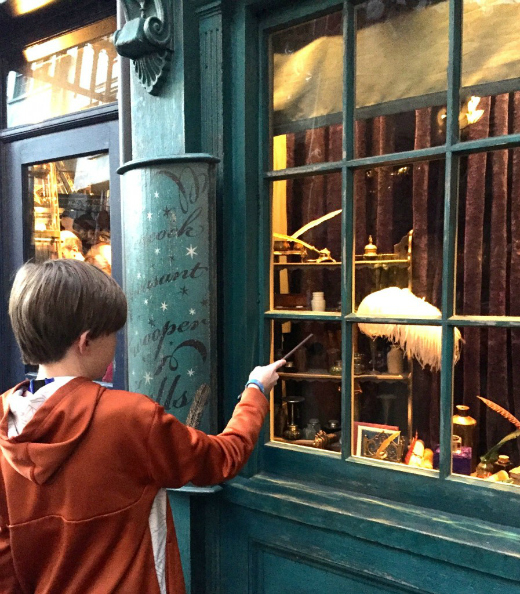What to Expect at The Wizarding World of Harry Potter: Interactive Wand in Diagon Alley