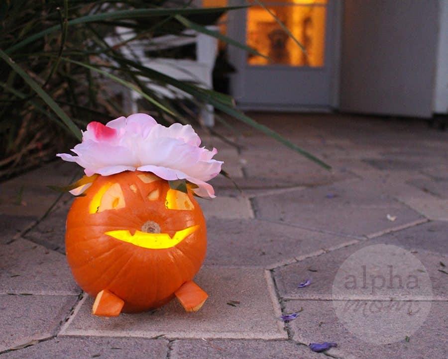 Pokemon Go Halloween: Ivysaur Jack-O'-Lantern by Brenda Ponnay for Alpahmom.com