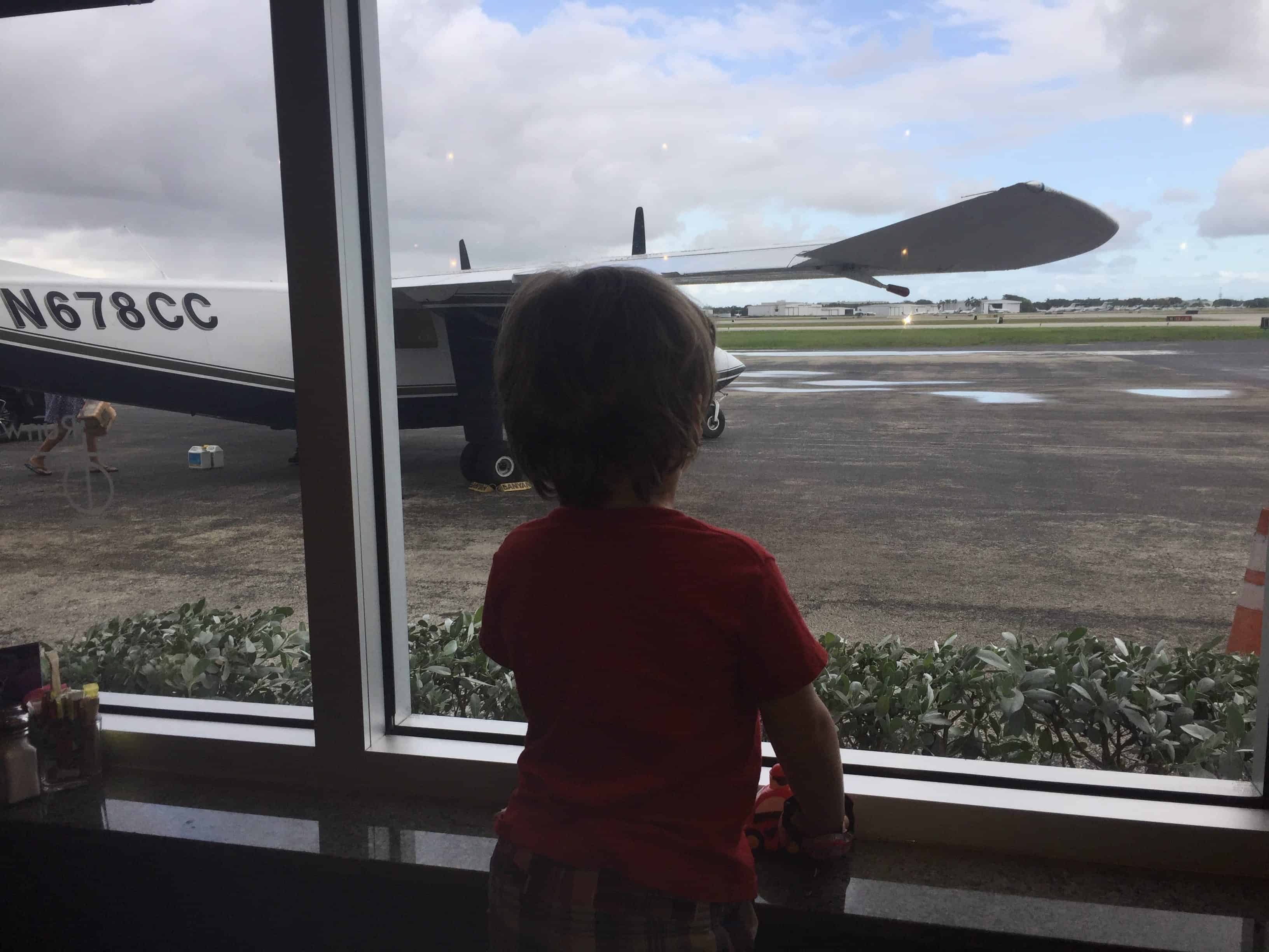 alpha-mom-jet-runway-cafe-review