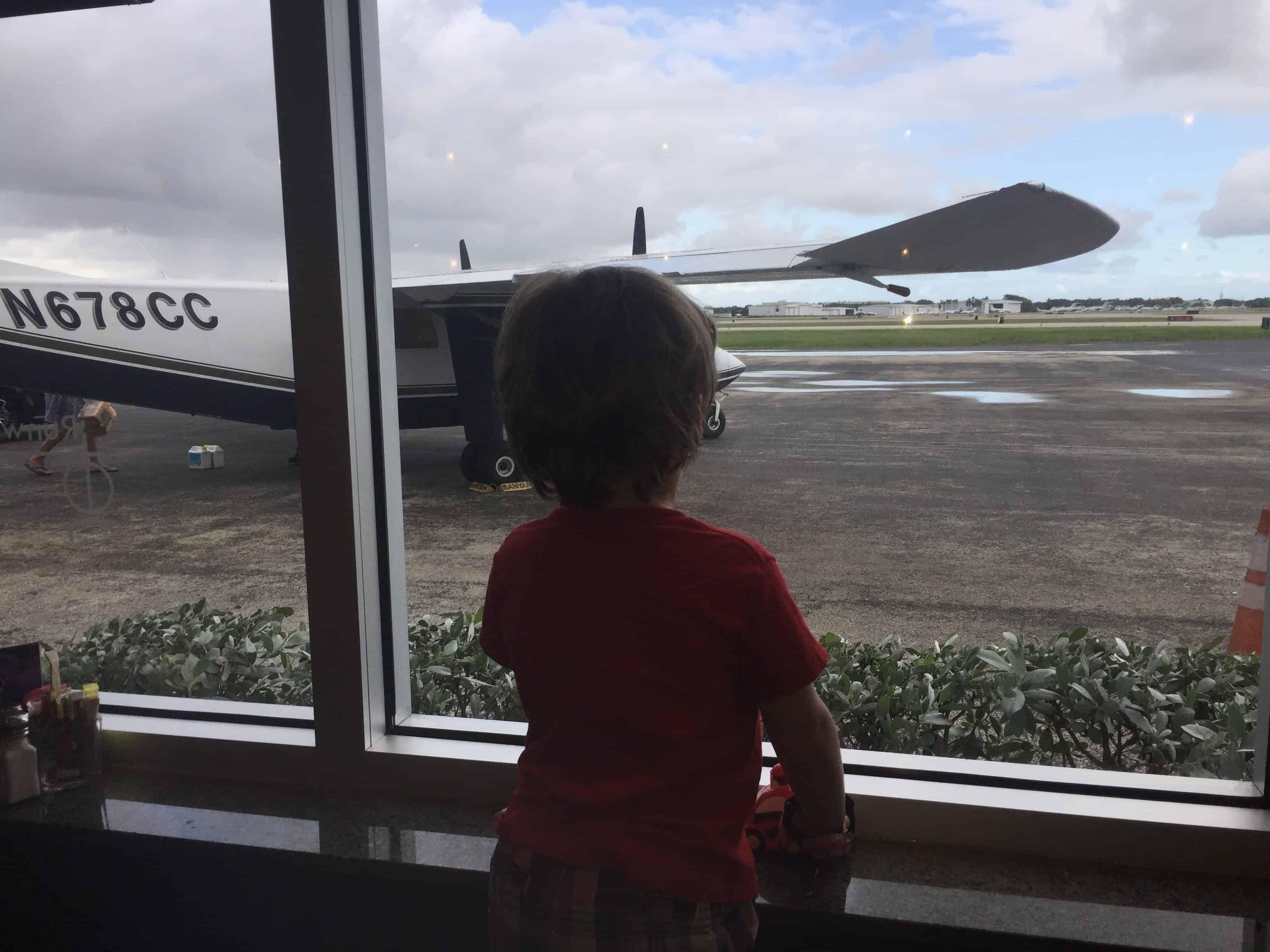 alpha-mom-jet-runway-cafe-review
