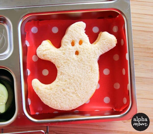 A Spooky Ghost Bento Box for Halloween Lunch (bento ghost sandwich) by Wendy Copley for Alphamom.com