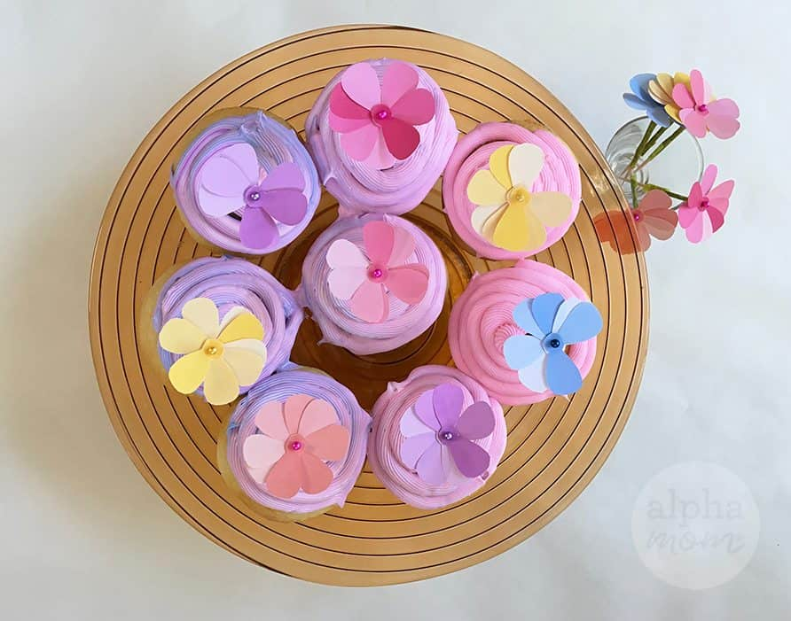Cupcakes with pretty flower cupcake toppers
