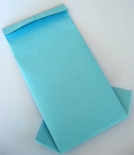 Step 6 - Father's Day Origami card (folding top of card)