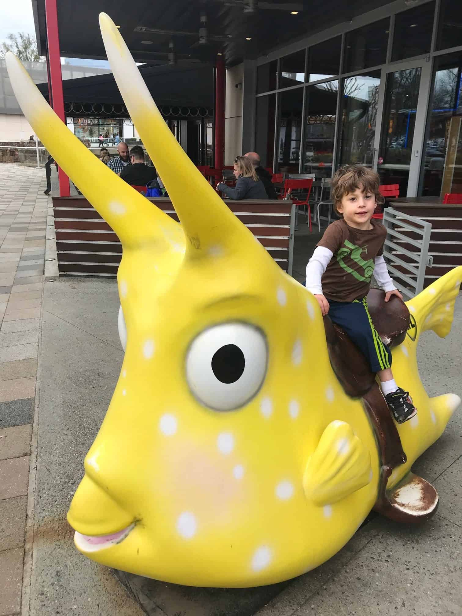 Atlanta Best Family-Friendly Restaurants: The Cowfish Sushi Burger Bar #AtlantaRestaurant #KidRestaurantAtlanta #AtlantaTravel #FamilyTravelAtlanta #FamilyTravel
