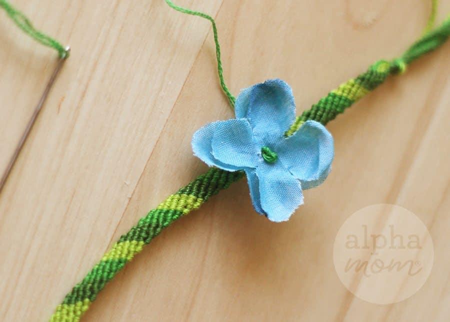 Flower Friendship Bracelets for Mom (sewing) by Brenda Ponnay for Alphamom.com #friendshipbracelets #MothersDay #DIY #kidcrafts #craftsforkids