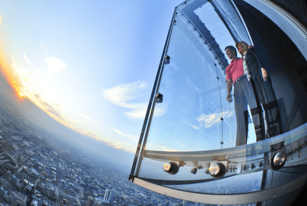 Visiting Chicago with Teens & Tweens : the Skydeck Ledge