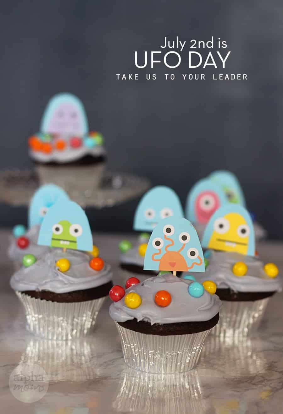 UFO Cupcakes by Brenda Ponnay for Alphamom.com #OuterSpaceParty #IntergalaticParty #KidPartyCupcakes #UFODay