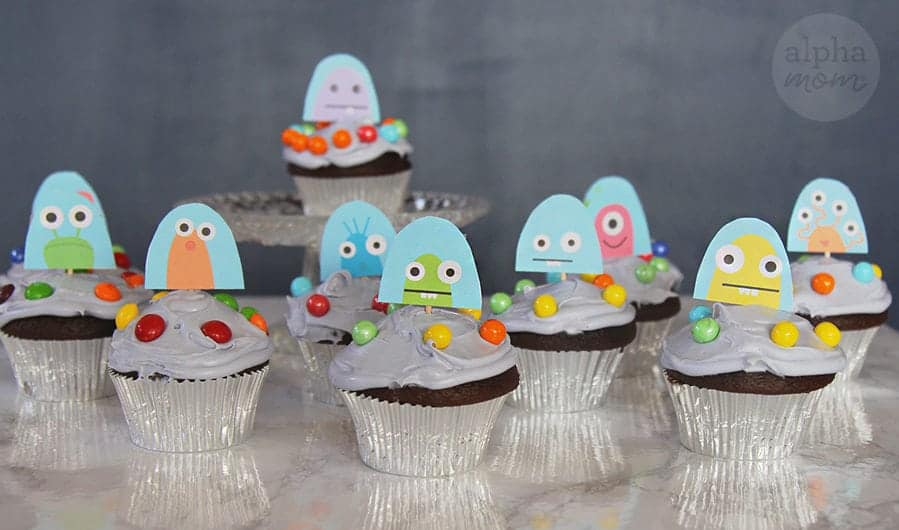 UFO Cupcakes by Brenda Ponnay for Alphamom.com #OuterSpaceParty #IntergalacticParty #KidParty