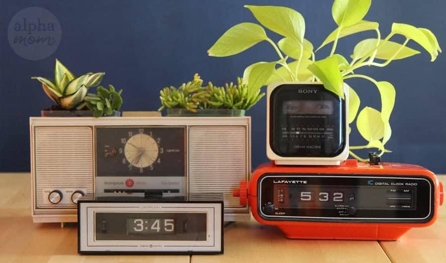 For Father's Day: Vintage Clock Radio Planters by Breda Ponnay for Alphamom.com #FathersDayCraft #FathersDayGift #DIYGift #UpcycledCraft