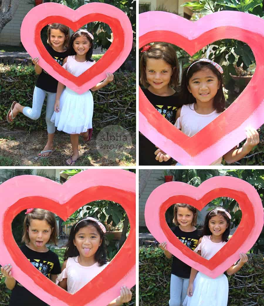 Friendship Day Craft: Best Friend Photo Shoot by Brenda Ponnay for Alphamom.com #CraftyKids #InternationalFriendshipDay #CraftsForKids #PhotoCraft