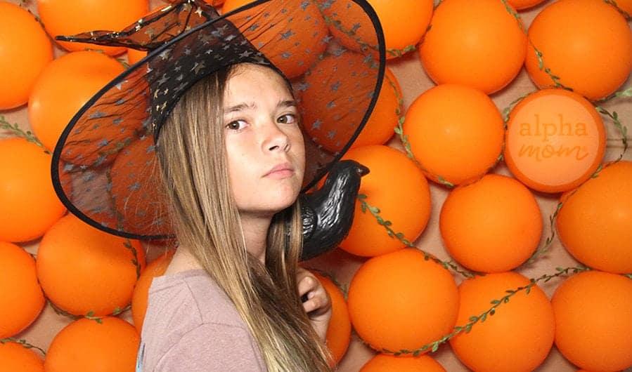 DIY Pumpkin Photo Wall Backdrop for Halloween by Brenda Ponnay for Alphamom.com