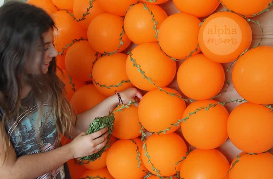 DIY Pumpkin Photo Wall Backdrop (how-to) by Brenda Ponnay by Alphamom.com