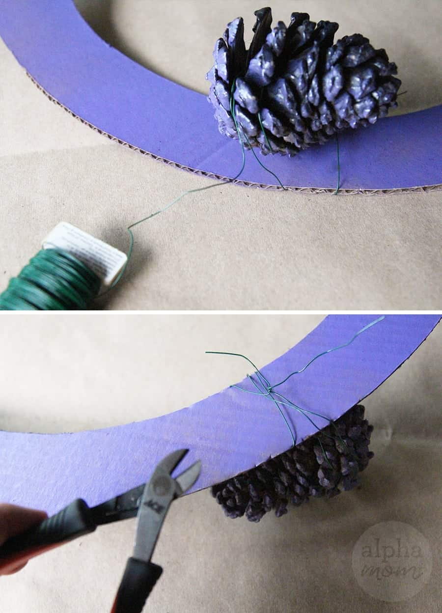 Creepy Eyeball Pinecone Wreath for Halloween DIY (how-to step 2)