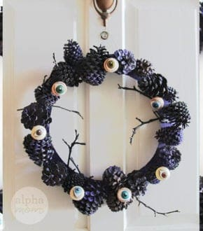 Creepy Eyeball Pinecone Wreath for Halloween DIY