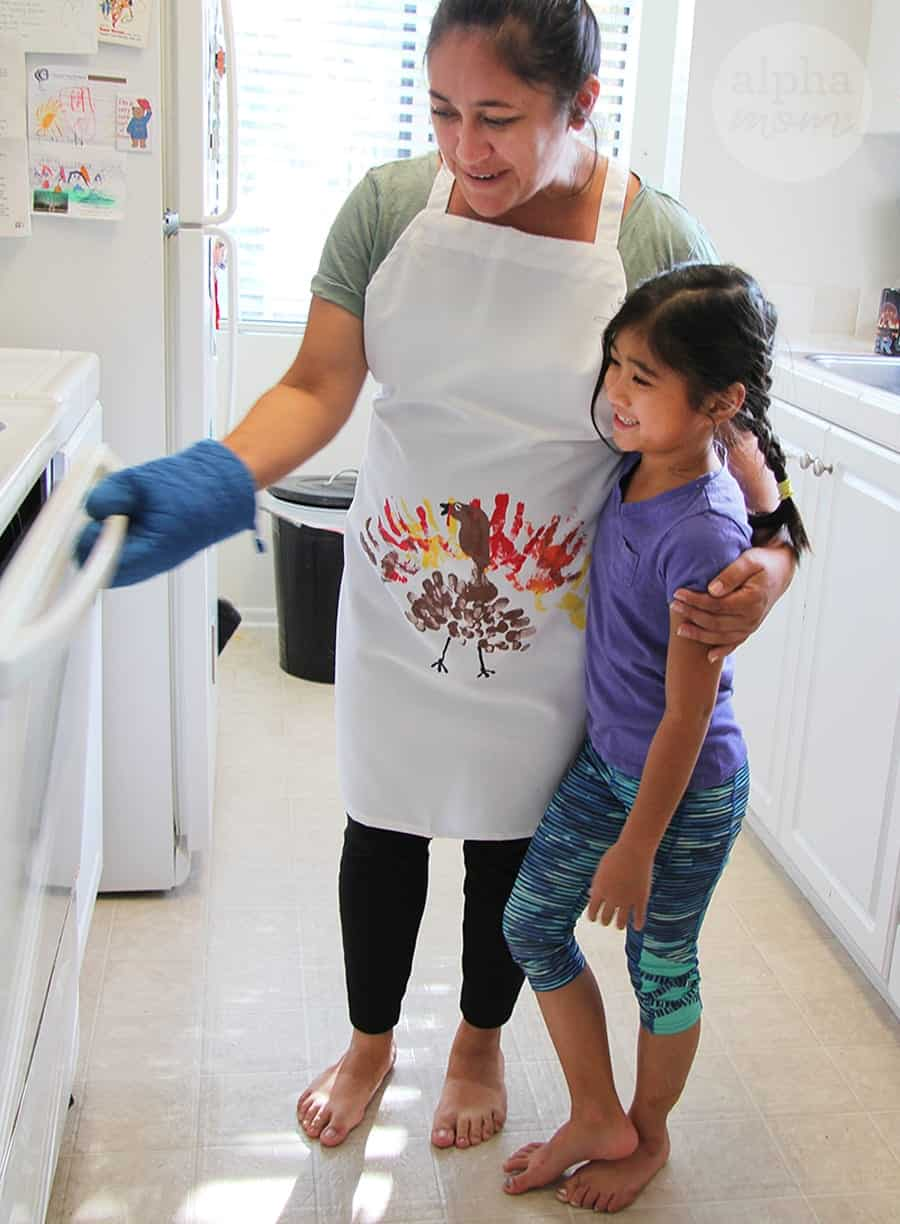 DIY Finger Painting Turkey Apron for Thanksgiving (gift) by Brenda Ponnay for Alphamom.com