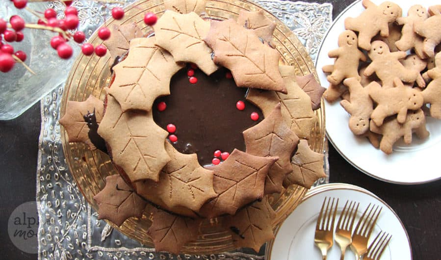 Gingerbread Wreath Cake for Christmas